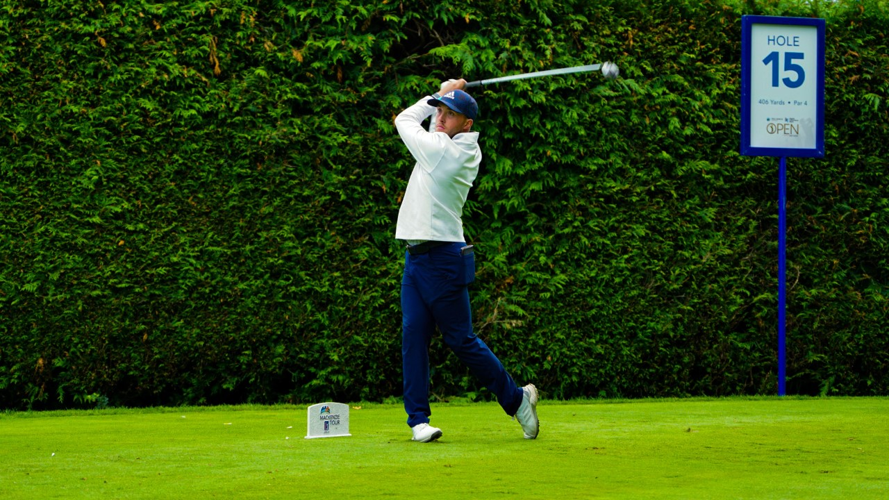 Bursey builds a two-shot lead at Reliance Properties DCBank Open