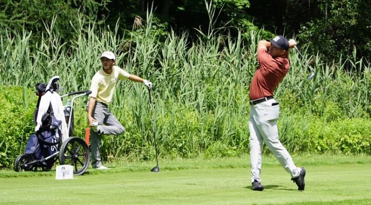 Blair Bursey hangs on to the lead as he looks to go wire-to-wire in Blainville
